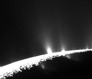 Die Geysir-artigen Fontänen auf Enceladus. Copyright: NASA/JPL-Caltech/Space Science Institute/Planetary Science Institute