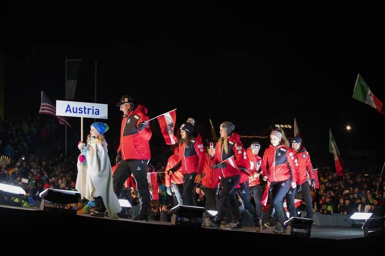 BIATHLON - Hier soir, Antholz a vibré pour la cérémonie d'ouverture des championnats du monde de biathlon qui débutent ce jeudi avec le relais mixte. Retour en images sur cette belle soirée italienne.