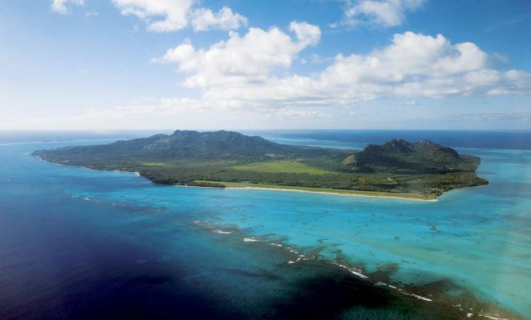 Vue aérienne de l'ile de Tubuai dans l'archipel des Australes. ©P. Bacchet