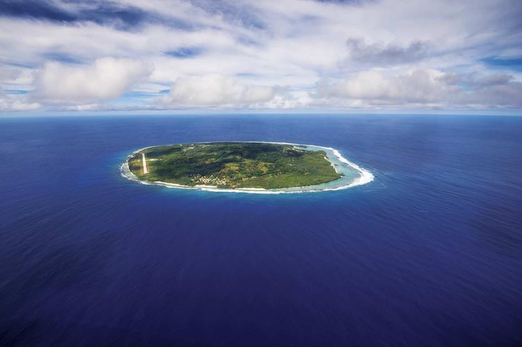 Vue aérienne de l'ile de Rimatara dans l'archipel des Australes. ©P. Bacchet