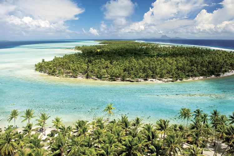 Ceinture de motu, des îlots coralliens, bordant le lagon de Taha'a