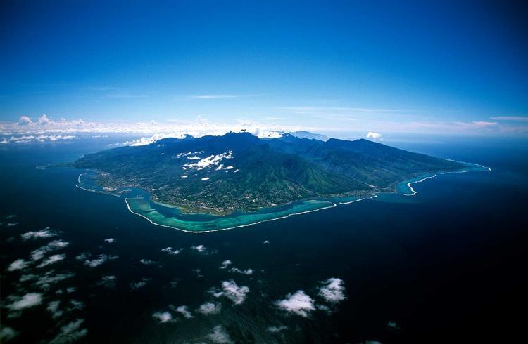 Vue aérienne de l'ile de Tahiti dans l'archipel de la Société. ©P. Bacchet