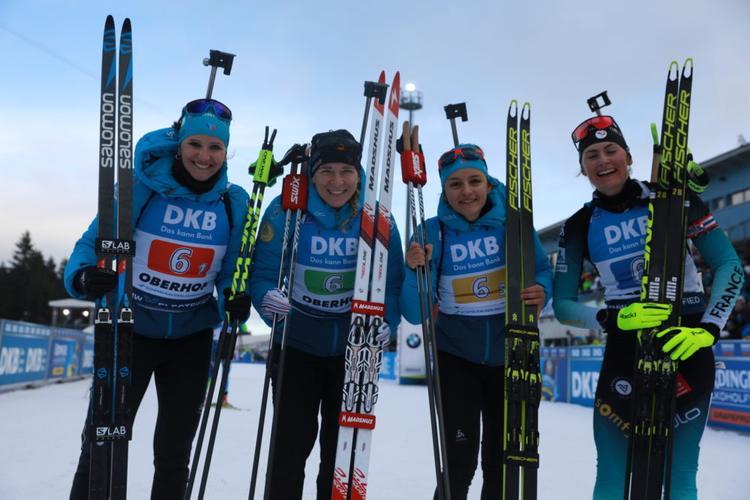 BIATHLON - Julia Simon, Anaïs Bescond, Célia Aymonier et Justine Braisaz ont pris une belle troisième place sur le relais d'Oberhof ce samedi. La Norvège d'Eckhoff et la Suède d'Oeberg prennent les deux premières places.