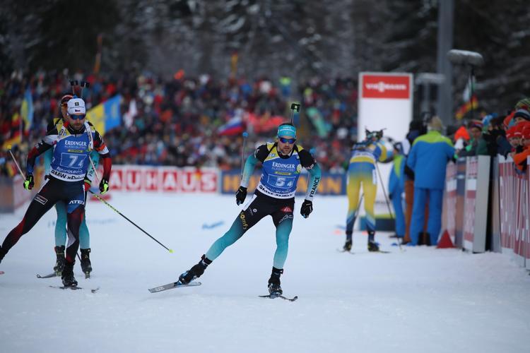 BIATHLON - L'équipe de France composée d'Emilien Jacquelin, Martin Fourcade, Quentin Fillon-Maillet et Simon Desthieux a pris une belle troisième place lors du relais de la coupe du monde à Ruhpolding. La Norvège s'impose en fin de course devant l'Allemagne.