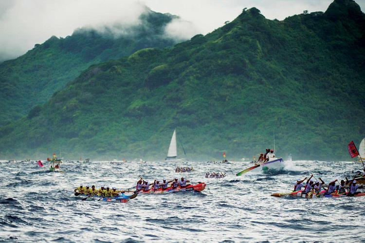 Hawaiki Nui Va'a ©J. Girardot