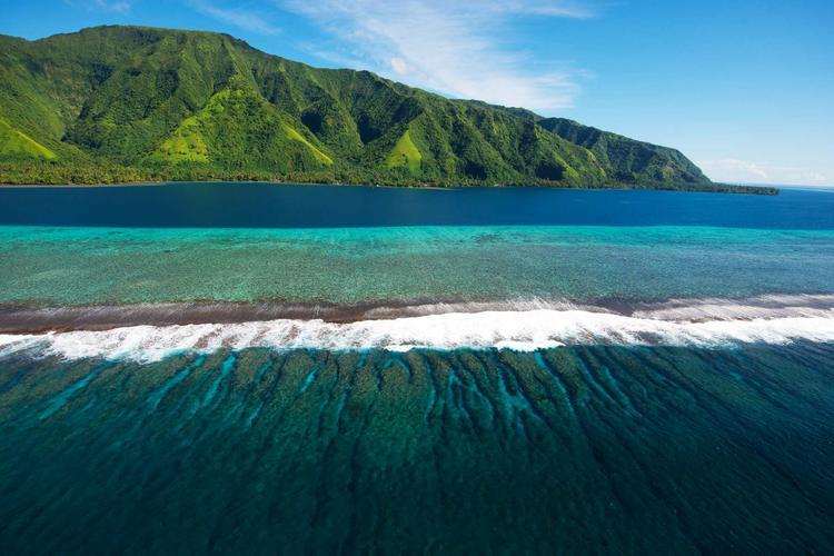 Vue aérienne de la presqu'île de Tahiti dans l'archipel de la Société. ©Tim-Mckenna.com