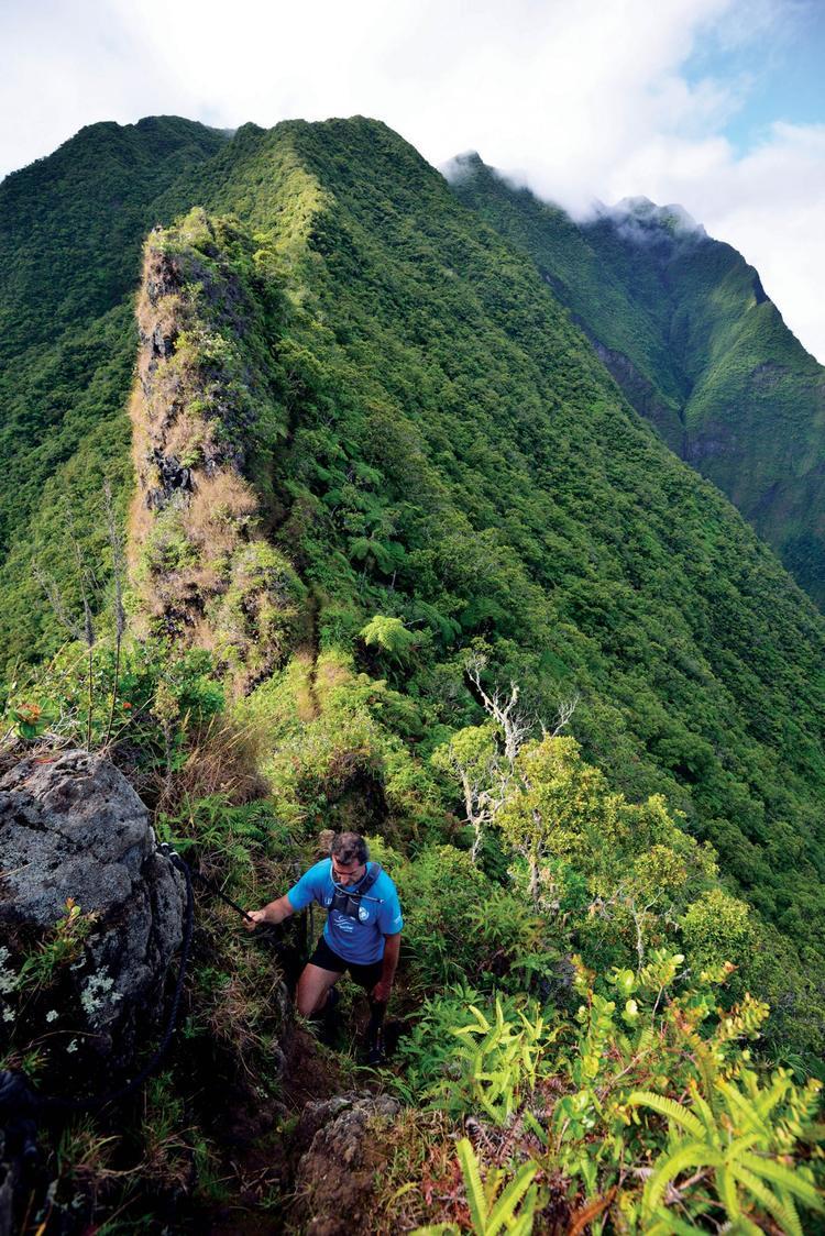 Sur le sentier du mont Aorai (2066m). - © P. Bacchet