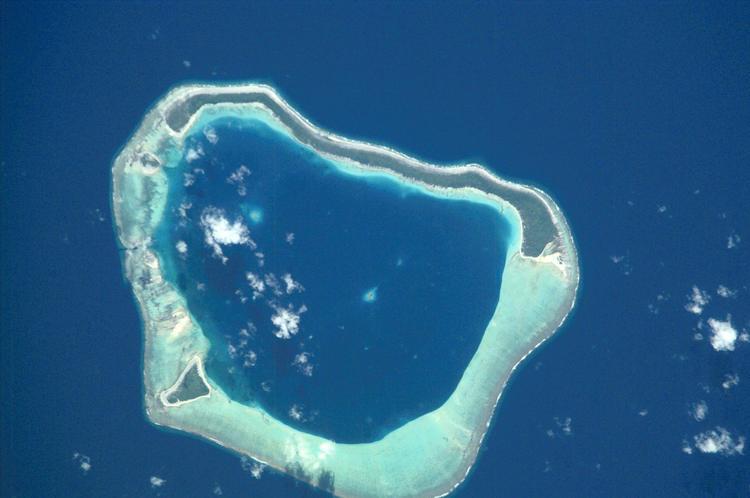 Maupihaa, couramment appelé Mopelia, est un atoll du groupe des Îles Sous-le-Vent de l'archipel des îles de la Société. L'atoll est rattaché administrativement à la commune de Maupiti.