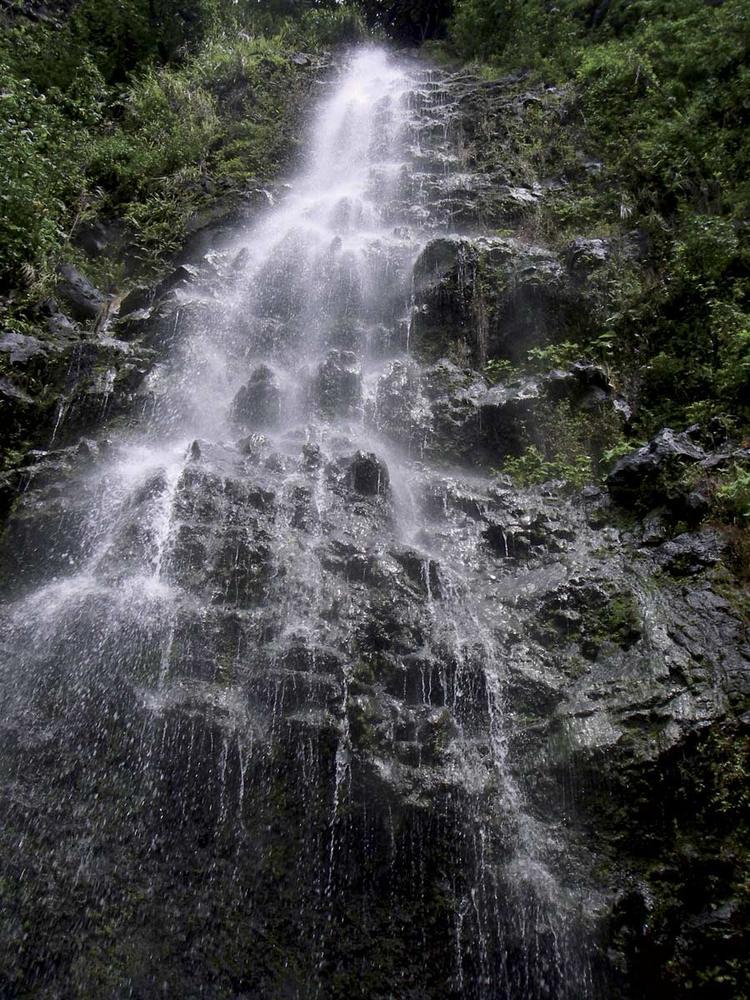 Cascade Pueheru sur l'île de Taha'a ©F.Jacq