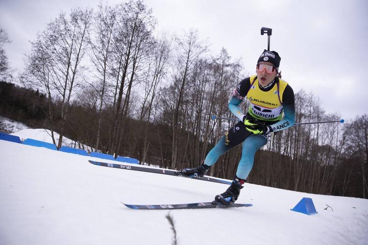BIATHLON - Changement d'ambiance pour le deuxième sprint IBU Cup de Sjusjoen. Sous le soleil, les Bleus ont réalisé une prestation bien plus aboutie. La victoire revient au Norvégien Fredrik Gjesbakk. Martin Perrillat-Bottonet et Hugo Rivail rentrent dans les 15.
