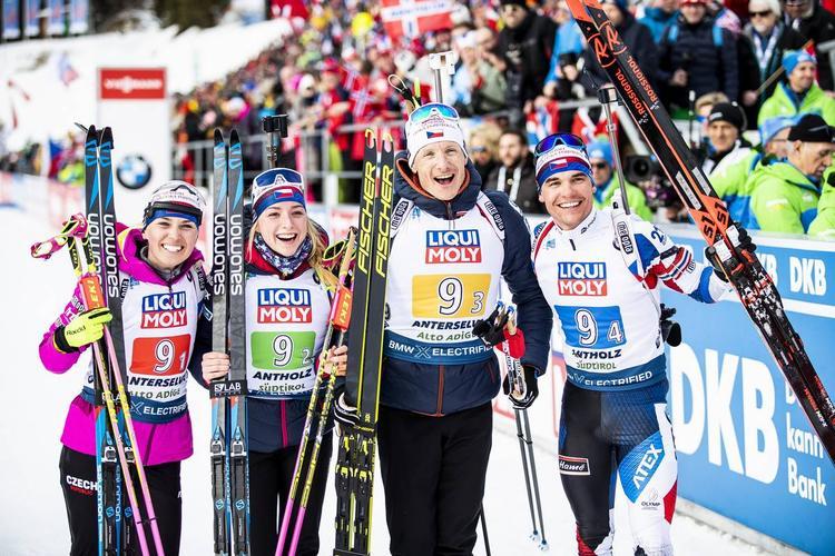 BIATHLON - Au terme d'un superbe duel, la Norvège a devancé l'Italie lors du relais mixte d'ouverture des mondiaux de biathlon à Antholz. Julia Simon, Justine Braisaz, Martin Fourcade et Quentin Fillon-Maillet sont passés à côté de leur entrée dans ces mondiaux (7e).
