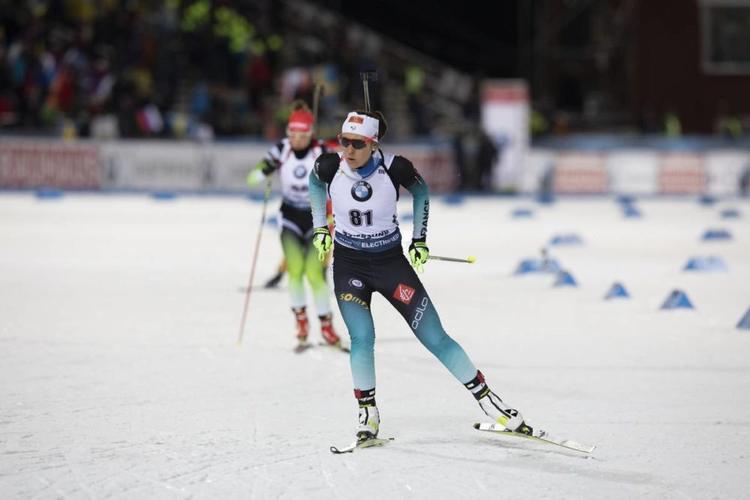 BIATHLON - La numéro un mondiale du biathlon Dorothea Wierer n'a pas manqué son entrée en lice sur cette nouvelle saison en s'imposant sur le sprint d'Östersund. Joli top 10 de Célia Aymonier.