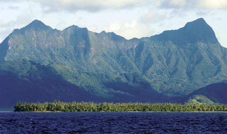Paysage de l'ile de Raiatea dans l'archipel de la Société. ©P. Bacchet