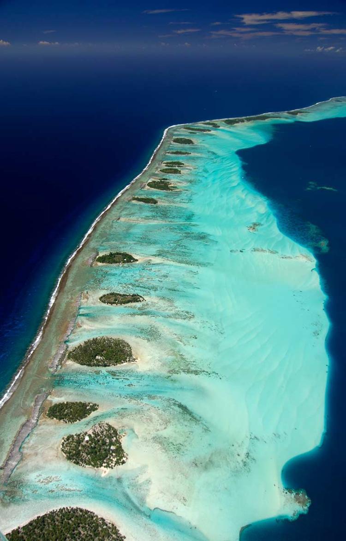 Vue aérienne du récif de l'île de Taha'a © P. Bacchet