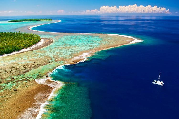 Vue aérienne du récif de l'atoll de Tetiaroa dans l'archipel de la Société. ©Tim-Mckenna.com